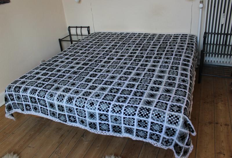 strikkede sengetæpper