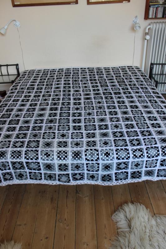 hæklet sengetæppe Stort gråt hæklet sengetæppe   Tæpper   Uniqa Messen hæklet sengetæppe