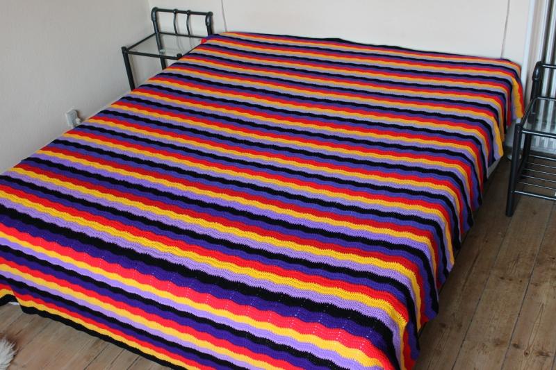 hæklet sengetæppe Stort stribet hæklet sengetæppe   Tæpper   Uniqa Messen hæklet sengetæppe